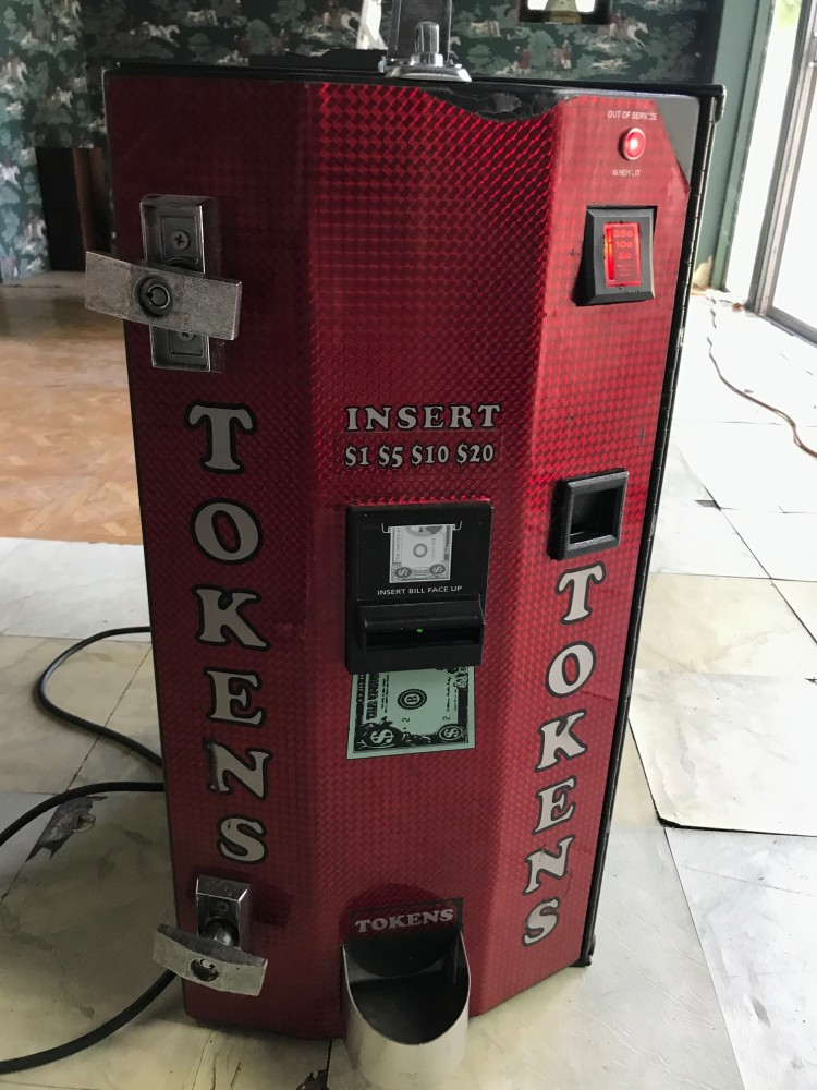 AC2004 American Changer Token Machine, Base, 7005 tokens, 50